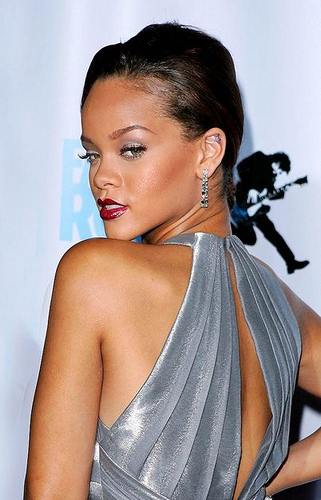 Get Rihanna hairstyle easily at home