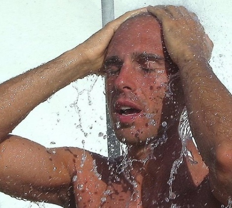 shower to fight body odour